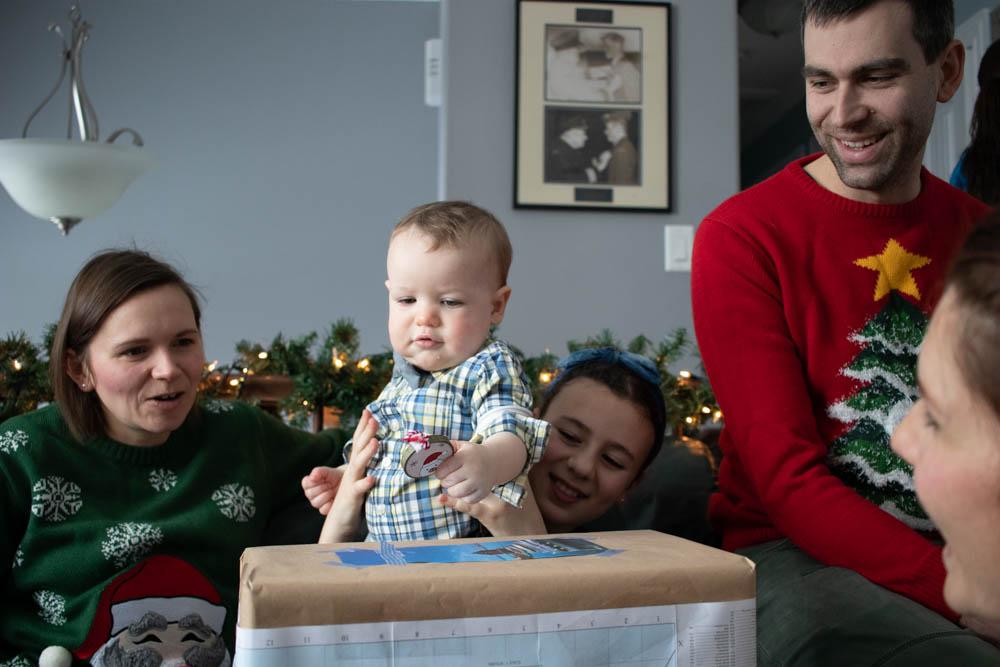 baby open present